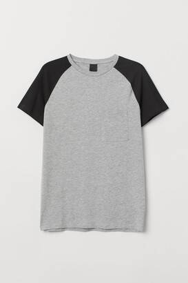 H&M Muscle Fit T-shirt - Gray