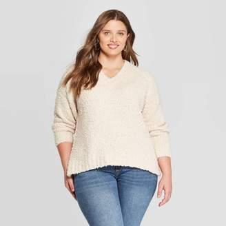 Universal Thread Women's Plus Size Long Sleeve V-Neck Boucle Pullover Sweater