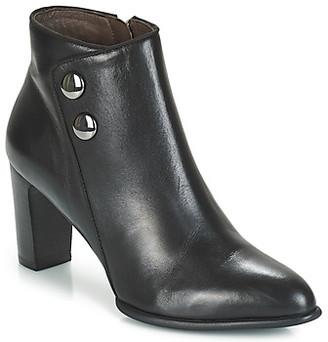 Perlato BEODS women's Low Ankle Boots in Black
