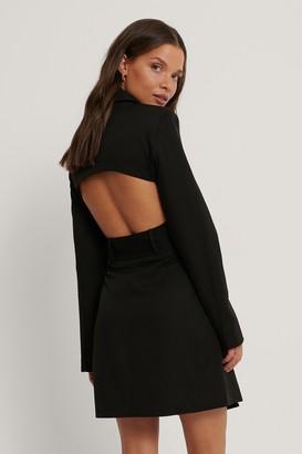 Queen Of Jetlags X NA-KD Open Back Blazer Dress