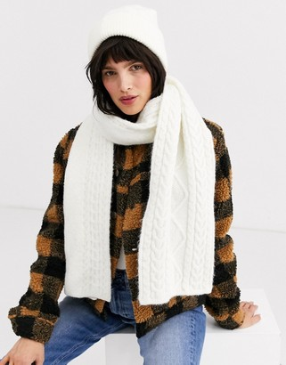 Weekday chunky knit scarf in off