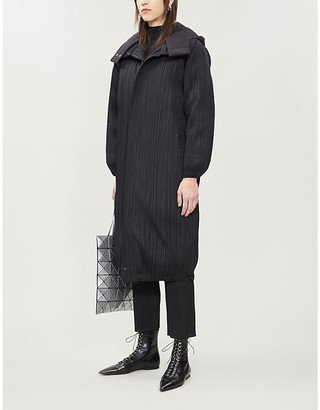 Pleats Please Issey Miyake Pleated shell-down coat