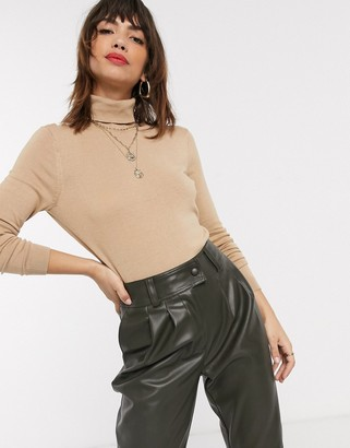 Vila knitted top with roll neck in beige