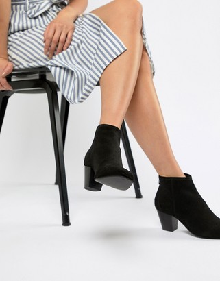 Asos DESIGN Runaway suede ankle boots