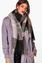 boohoo Amy Check Boucle Woven Scarf