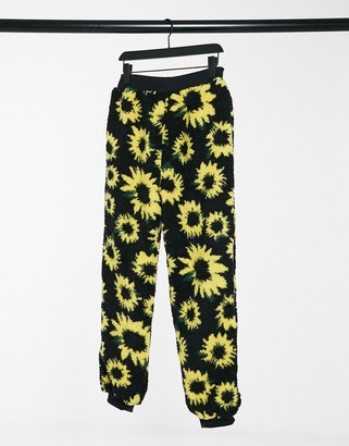 Daisy Street relaxed joggers in sunflower print teddy fleece co-ord