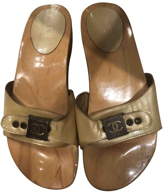 Chanel Beige Patent leather Mules & Clogs