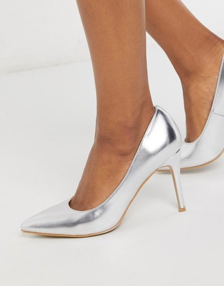 Glamorous court heeled shoe in silver metallic