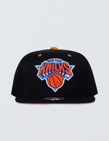 Mitchell & Ness New York Knicks Solid Velour Logo Snapback