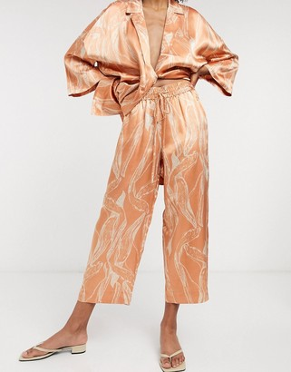 Selected satin cropped trouser in abstract print