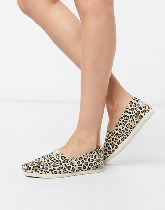 Toms Classic canvas shoes in leopard