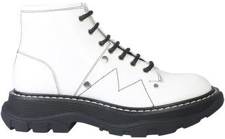 Alexander McQueen Ankle Boot With Laces And Tread Sole