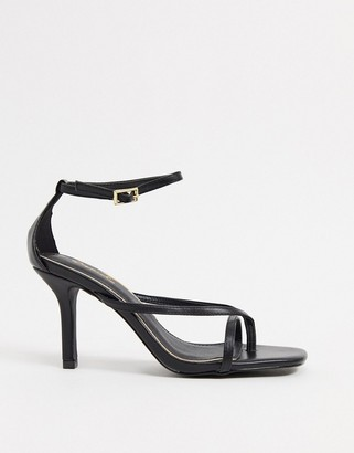 Qupid strappy heeled sandals with toe thong in black