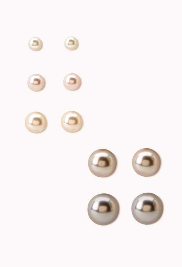 Forever 21 Classic Faux Pearl Stud Set