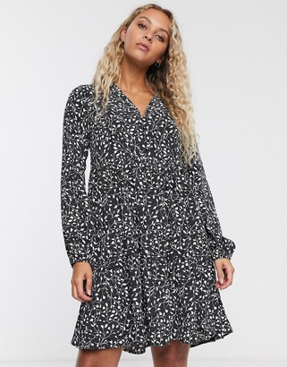 Only mini smock dress in mono ditsy print