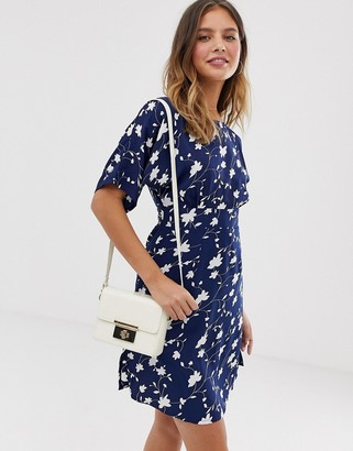 Yumi shift dress with waist panel detail in daisy print-Navy
