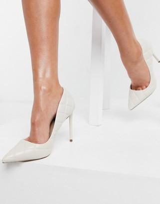 Steve Madden Vala heeled pointed court shoe in bone quilt