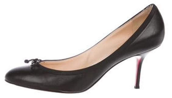 uk availability 0134c a3ca5 Low-Heel Leather Pumps Black Low-Heel Leather Pumps