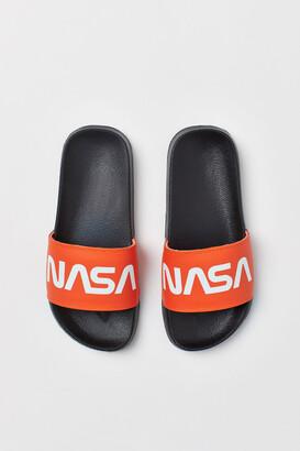 H&M Printed pool shoes