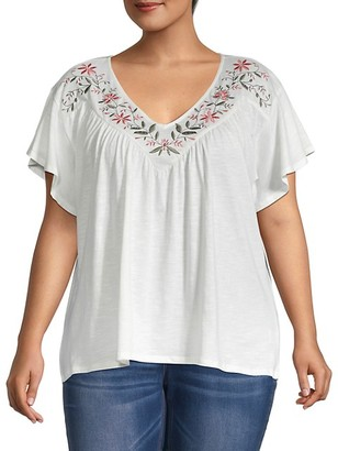 Bobeau Plus Floral Embroidered T-Shirt