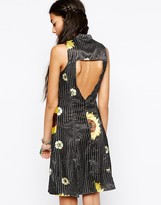 Your Eyes Lie Shirt Dress With Sunflower Print & Open Back