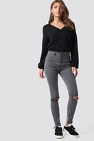 NA-KD Luisa Lion X Ripped Knee Jeans