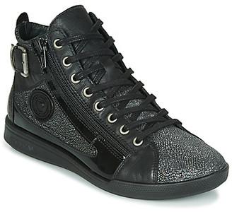 Pataugas PALME/C F4F women's Shoes (High-top Trainers) in Black
