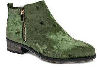 Bamboo Women's Casual boots GREEN - Green Velvet Saber Ankle Boot - Women