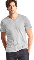 Gap Essential short-sleeve v-neck t-shirt