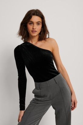 NA-KD One Shoulder Velvet Top