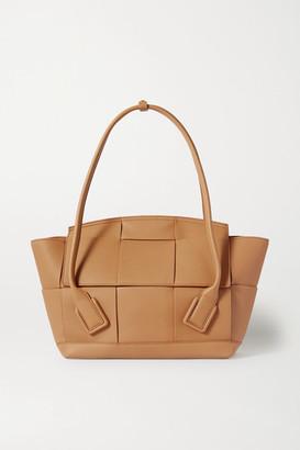 Bottega Veneta Arco Medium Intrecciato Textured-leather Tote - Light brown