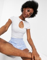 Thumbnail for your product : New Look cutout keyhole crop tee in white