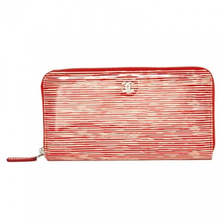Chanel Timeless/Classique Red Patent leather Wallets