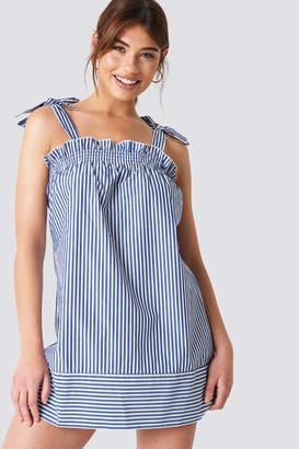 NA-KD Debiflue X Small Frill Short Dress Blue