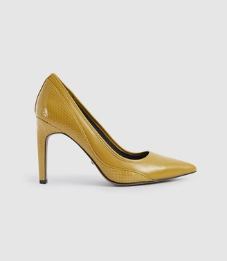 Reiss Maddy - Snake Detailed Leather Court Shoes in Chartreuse