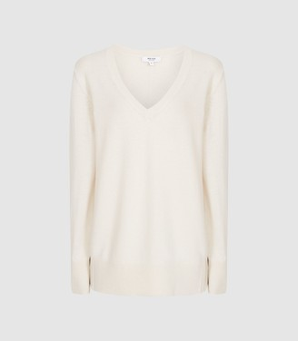 Reiss Luna - Cashmere V-neck Jumper in Cream