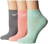 Nike Cotton Cushioned Quarter with Moisture Management 3-Pair Pack Women's Quarter Length Socks Shoes