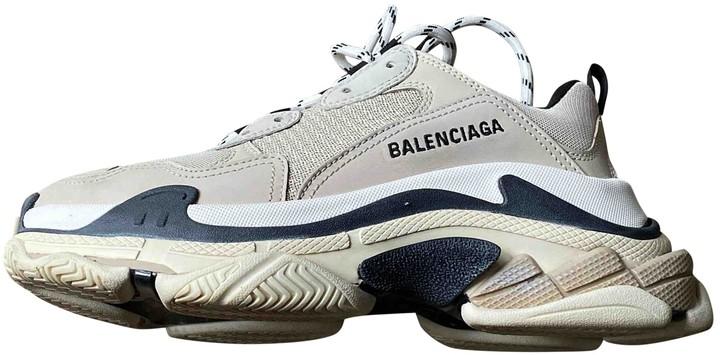 Tiếp tục vBalenciaga triple S với s Giay Balenciaga