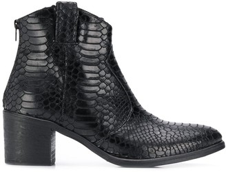 Strategia Hem ankle boots