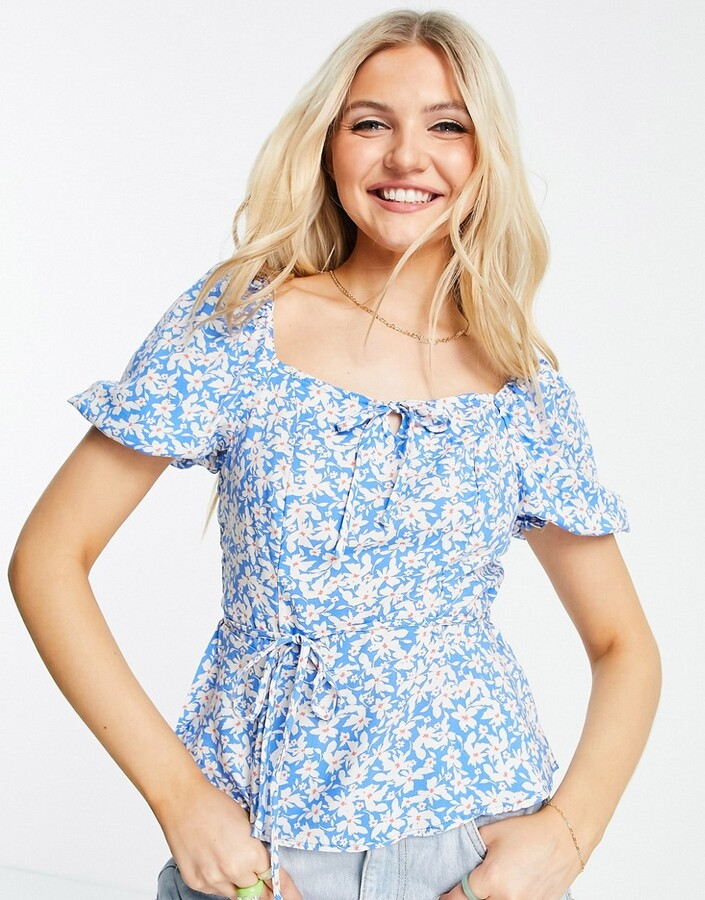 Thumbnail for your product : New Look square neck tiered blouse in blue ditsy floral