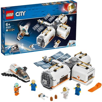 Lego City 60227 Lunar Space Station with Astronauts Minifigures