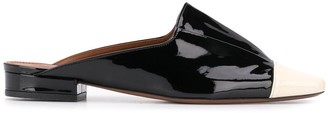 L'Autre Chose contrast toe-cap pleated mules