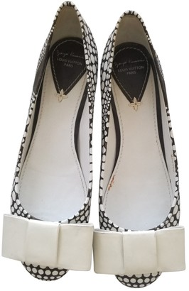 Louis Vuitton White Leather Ballet flats