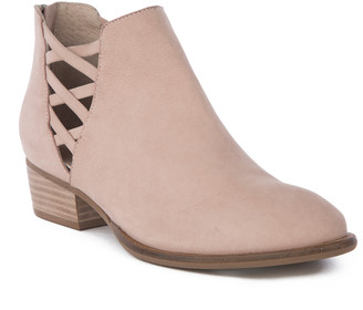 Seychelles Women's Casual boots PINK - Pink Cutout Remembrance Leather Bootie - Women