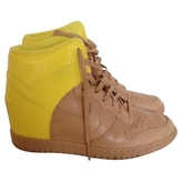 Nike yellow leather trainers li.