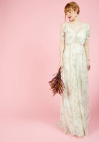 A Gliding Light Maxi Dress in Ivory in 0