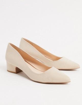 Qupid kitten heel pointed shoes in beige