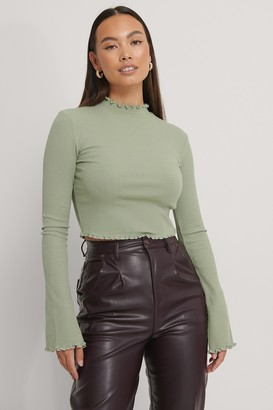 NA-KD Cropped Babylock Trumpet Sleeve Top