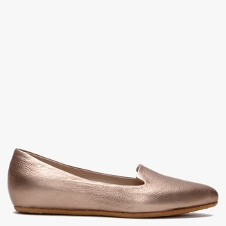 Yin Scarlet Bronze Pointed Pumps