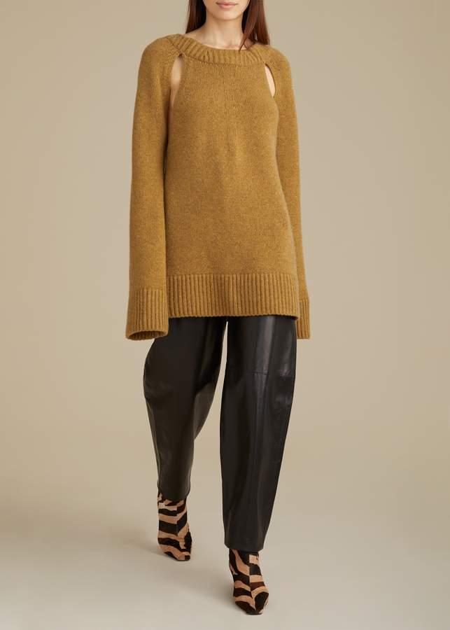 KHAITE The Liz Cutout Sweater in Fawn